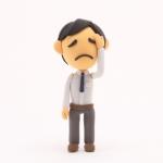 アダルトチルドレン症状で困っている男性のイラスト