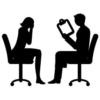 カウンセリングをしている男性と女性のシルエット