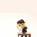 机に座って頭を抱えているクレイアート