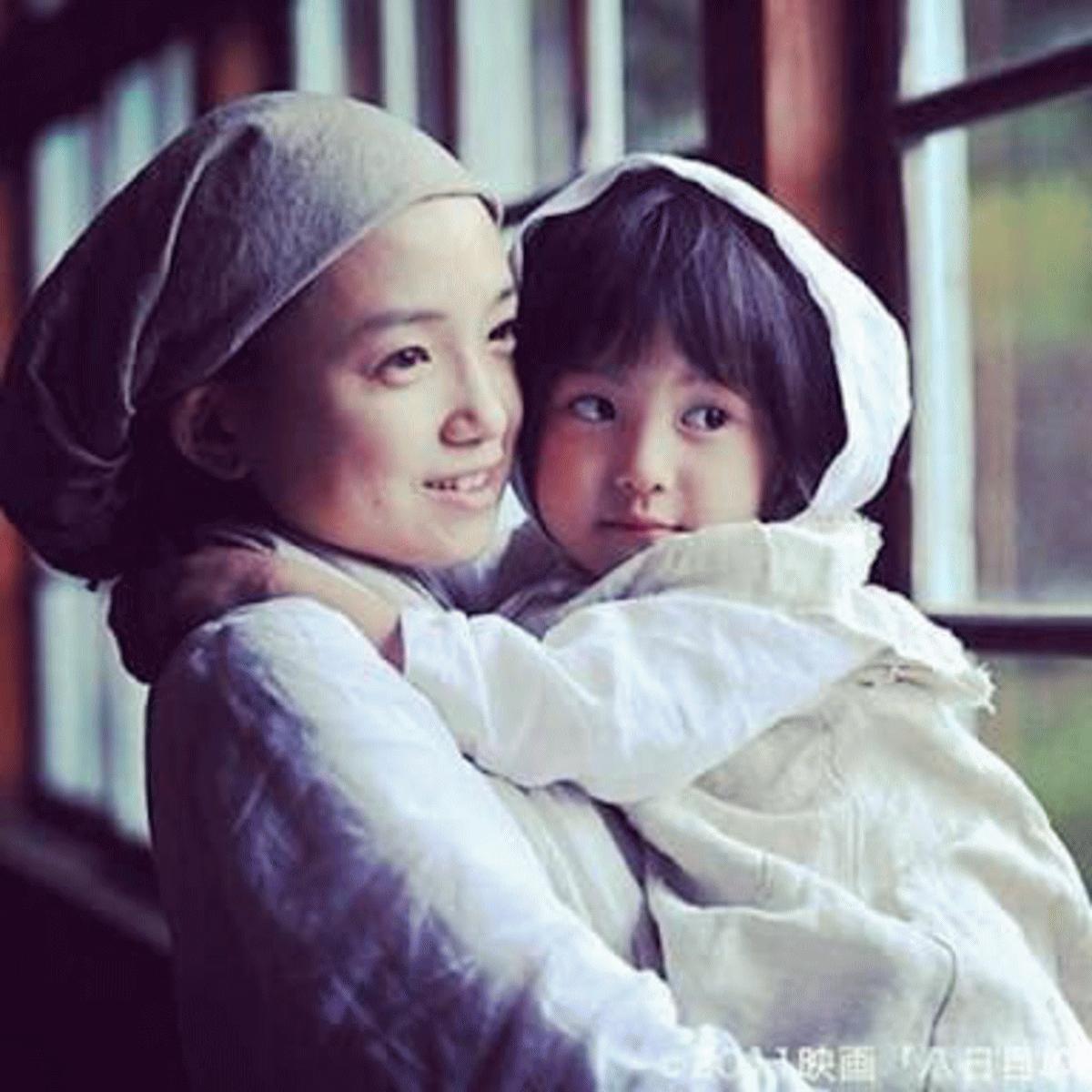 映画八日目の蝉、薫と希和子の愛着関係を表すイメージ